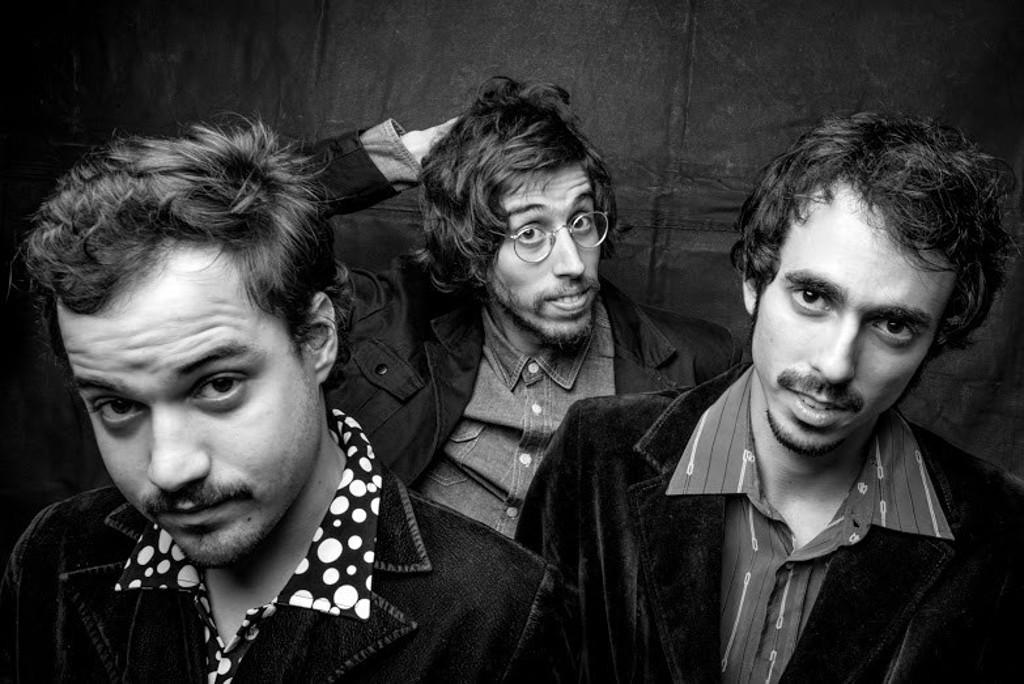 Guilherme D'Almeida, Tim Bernardes e Biel Basile formam o power-trio de canção-rocknroll-pop-experimental, O Terno